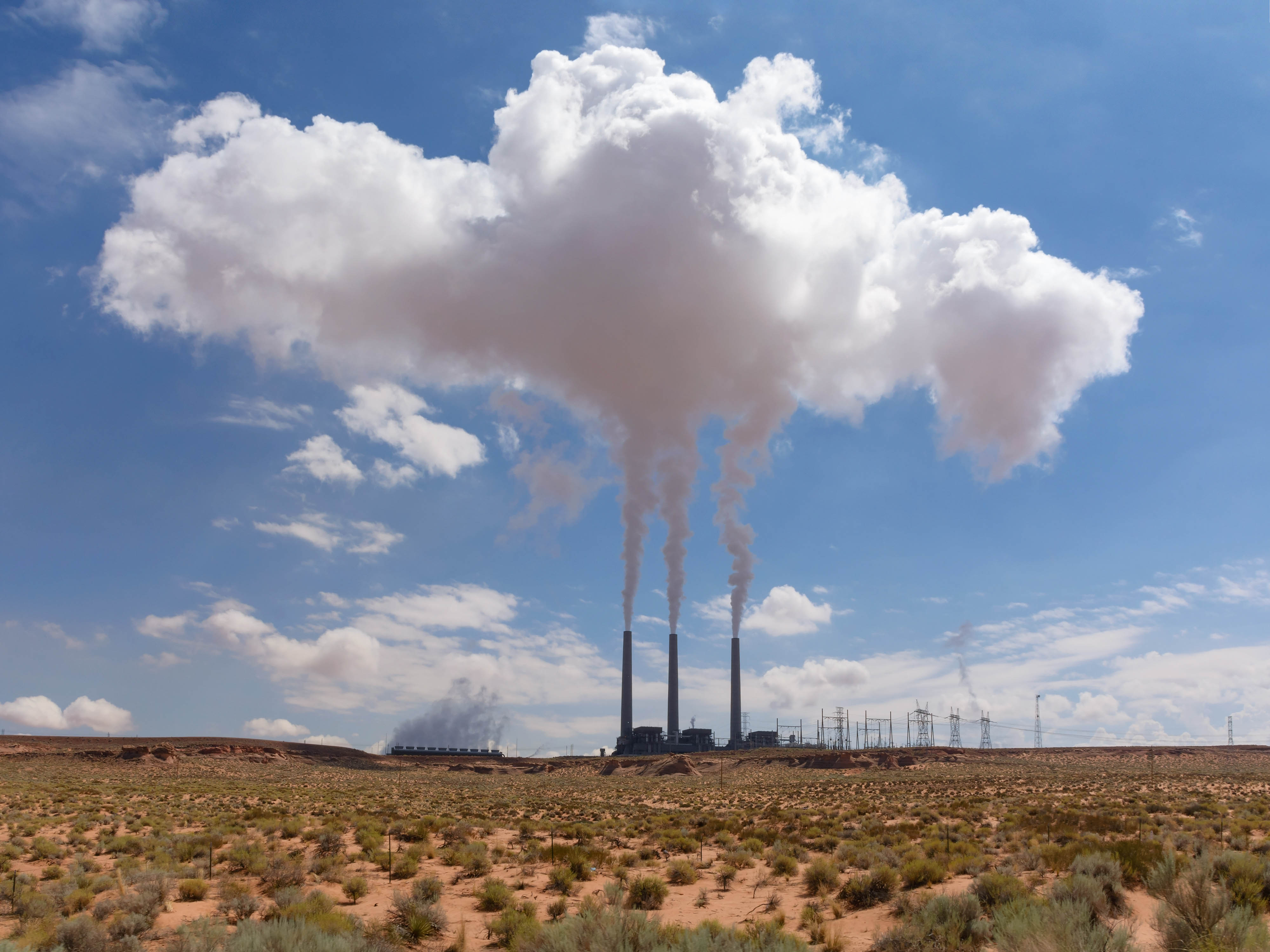 Navajo Generating Station, Page, Arizona (CC BY Wikipedia)